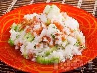 Рецепта Оризова салата с пушена сьомга и краставици и дресин от зехтин и лимон